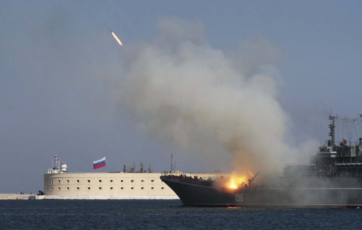 Một vụ cháy tàu chiến Nga trong lễ kỷ niệm
