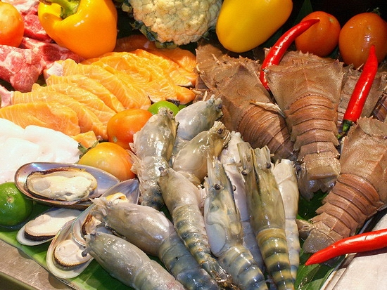 Ăn hải sản không nên uống trà để tránh những nguy cơ gây hại cho sức khỏe