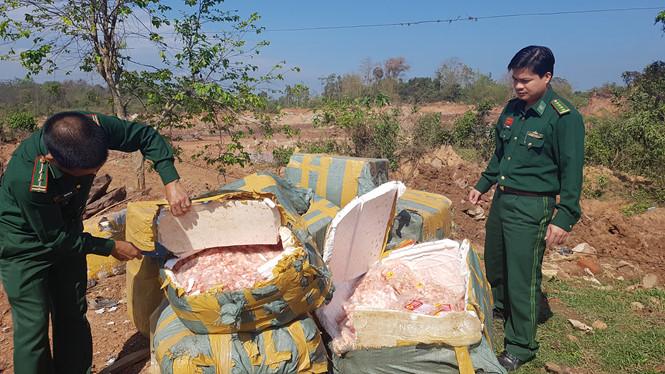 Lực lượng biên phòng Quảng Trị kiểm đếm số tang vật gân chân gà không rõ nguồn gốc. Ảnh: Thanh niên