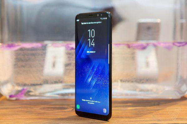 Samsung Galaxy S8 tại phần lớn thị trường sẽ sở hữu RAM 4 GB, dung lượng lưu trữ 64 GB. Một số thị trường như Trung Quốc, Hàn Quốc sẽ có bản 6 GB/ 128 GB