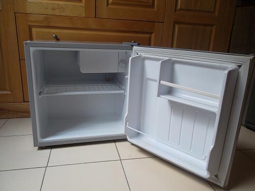 Tủ lạnh mini giúp tiết kiệm điện hơn tủ lạnh thông thường rất nhiều. Ảnh minh họa