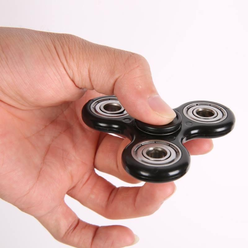 Hai phiên bản của Fidget Wild Premium Spinner có chứa lượng chì vượt quá mức quy định