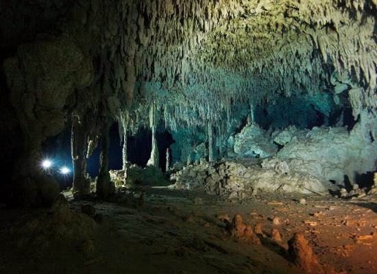 Hang động kỳ bí chứ một số giếng sâu có cảnh quan rất đẹp