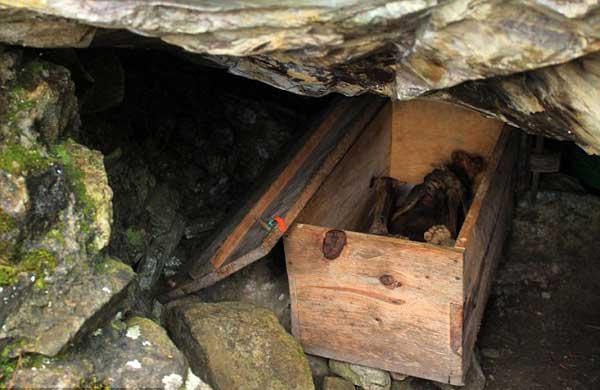 Kỳ bí hang động xác ướp hun khói từ ngàn năm trước