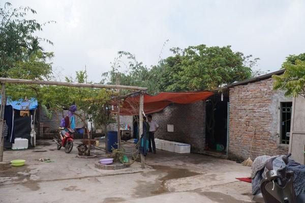 Sáng 26/11, Cảnh sát phòng chống tội phạm về môi trường Công an quận Long Biên (Hà Nội) kiểm tra xưởng sơ chế cá mực ở phường Long Biên.