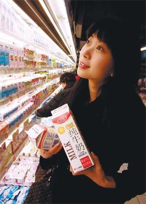 Hãng sữa Trung Quốc bác bỏ tin đồn sử dụng hóa chất độc hại