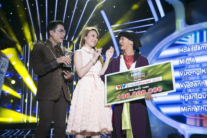 Hoài Lâm nhận 100 triệu lần thứ 3 trong Gương mặt thân quen