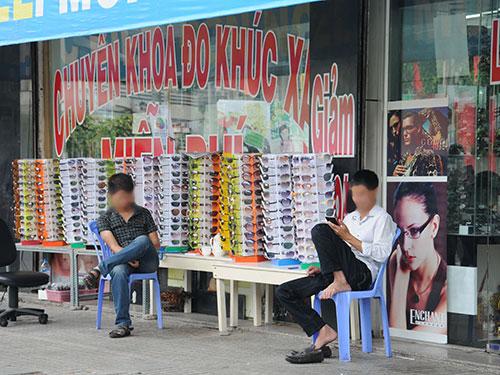 """Người tiêu dùng nên thận trọng với các đợt bán mắt kính khuyến mãi """"khủng"""""""