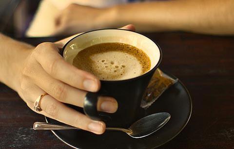 Uống cà phê thường xuyên sẽ sống thọ hơn người khác