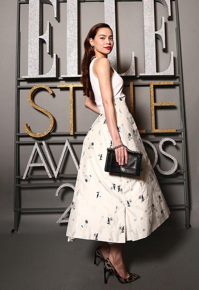 Hồ Ngọc Hà thắng giải Trang phục thảm đỏ đẹp nhất ELLE Style Awards Vietnam 2015.