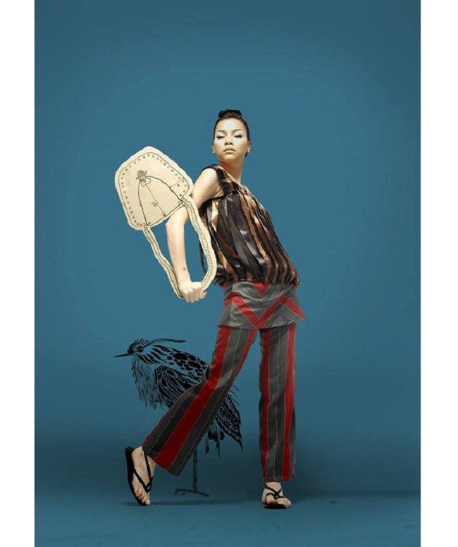 Tổng quan trong khoảng 5 năm đầu vào nghề, phong cách thời trang của Hồ Ngọc Hà vẫn chưa được định hình rõ nét. Cô vẫn chưa tạo được cho mình một phong thái phù hợp với sắc vóc của bản thân.