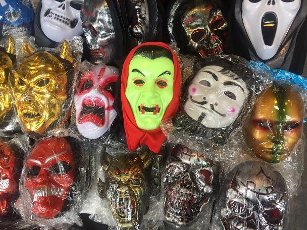 Đồ chơi Halloween: Muốn dùng hàng Việt thì… tự làm