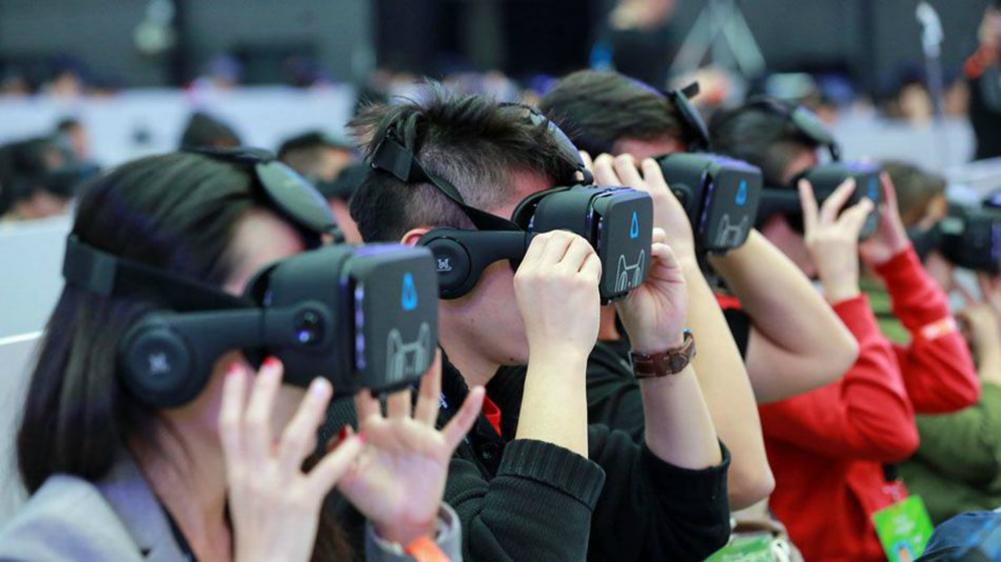 Cảnh báo nguy cơ lây nhiễm virus từ kính thực tế ảo