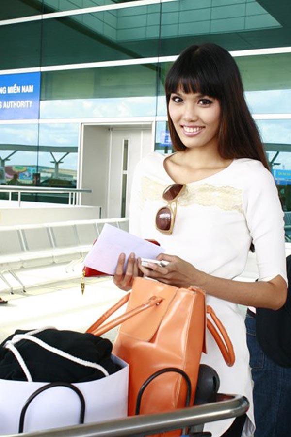 Với chiều cao nổi bật, Lan Khuê từng là một người mẫu tự do trước khi tham gia các cuộc thi người mẫu trong và ngoài nước.