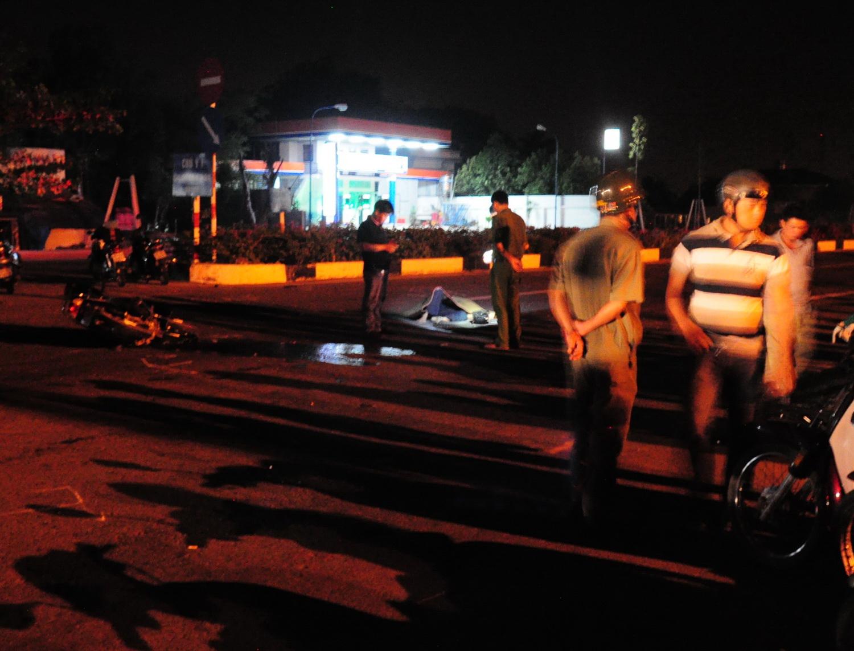 Hiện trường vụ tai nạn giao thông kinh hoàng giữa đêm khuya