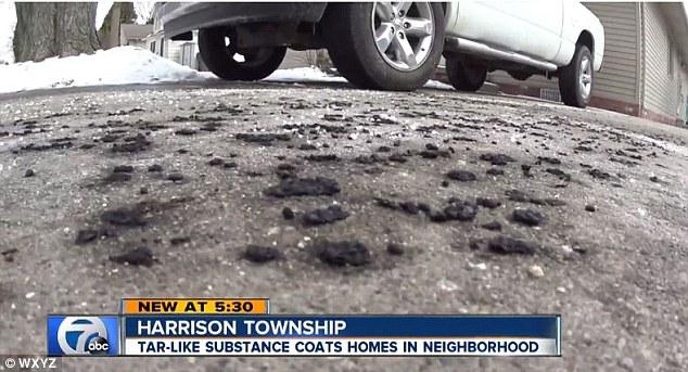Hiện tượng lạ mưa đen trút xuống thành phố khiến người dân hoang mang