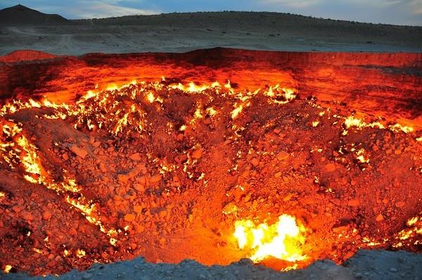 Hiện tượng lạ hố lửa cháy không ngừng này là do sự đốt cháy khí gas tự nhiên