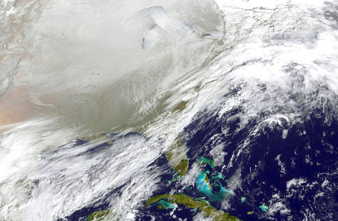 Hình ảnh do vệ tinh NOAA ghi lại thời điểm lốc xoáy vùng cực (polar vortex) tràn qua Mỹ vào khoảng đầu năm 2014.