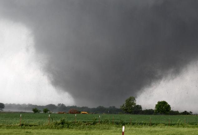 Lốc xoáy vòi rồng là một hiện tượng thời tiết cực đoan dễ xảy ra vào thời điểm giao mùa