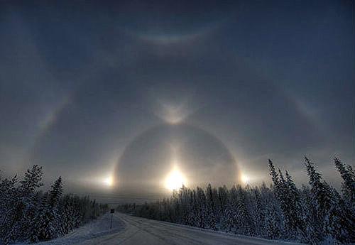Hòa quang kì ảo và tuyệt đẹp xuất hiện trên bầu trời