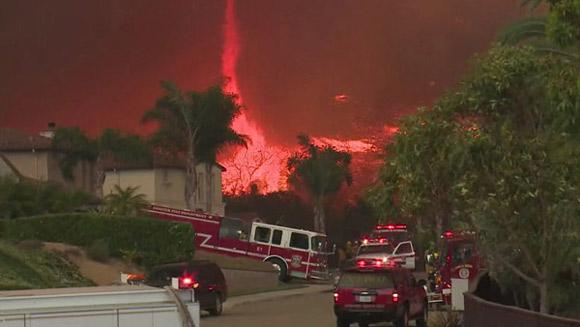 Lốc lửa là một hiện tượng bí ẩn mang theo nguy cơ rủi ro cao