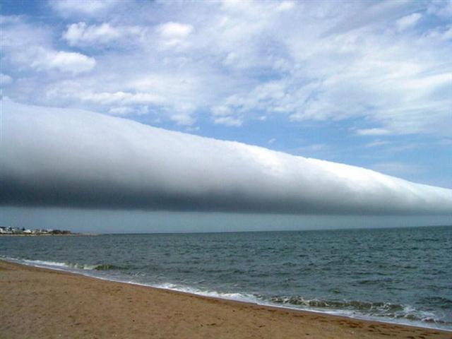 Mây cuốn đẹp 1 cách kỳ lạ, tuy nhiên đó lại là dấu hiệu của bão