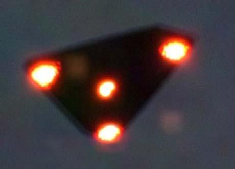 Vệt sáng trên bầu trời được cho là hiện tượng bí ẩn về sự xuất hiện của UFO