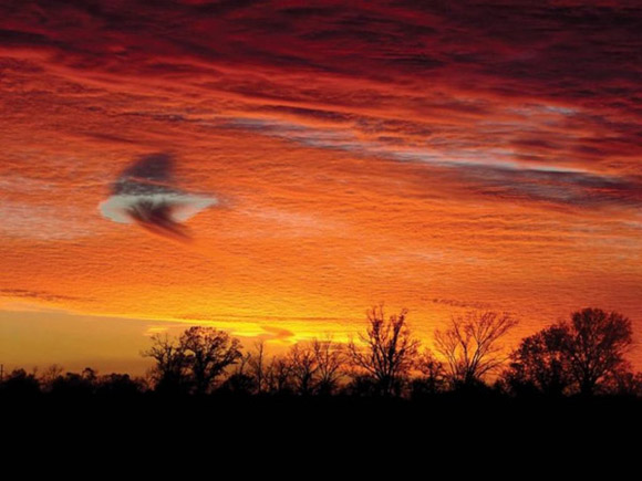 Hiện tượng bí ẩn lỗ mây thường bị nhầm với các UFO