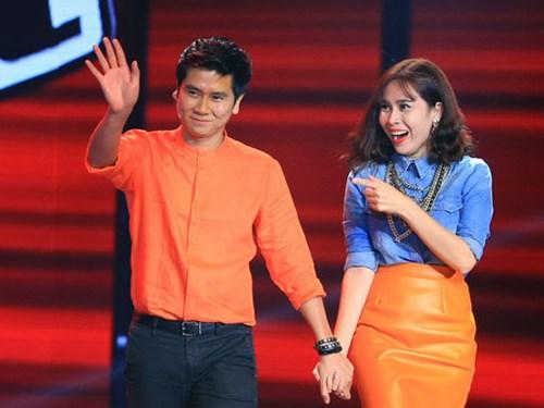Qua 2 mùa Giọng hát Việt nhí, cặp đôi 'Giang – Hồ' ghi điểm bởi những hành động quan tâm, chăm sóc đặc biệt với các học trò nhỏ