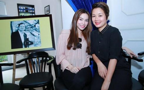 Hồ Ngọc Hà chụp ảnh cùng Bông Mai (con gái cố nhạc sĩ An Thuyên)