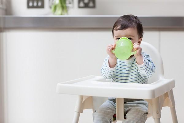 Trẻ em có thể bị ảnh hưởng từ các độc chất trong cốc nhựa