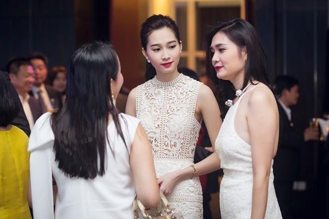 Sự kiện quy tụ giới doanh nhân Sài Gòn. Thu Thảo là một trong những người đẹp đắt show event ở nhiều lĩnh vực.