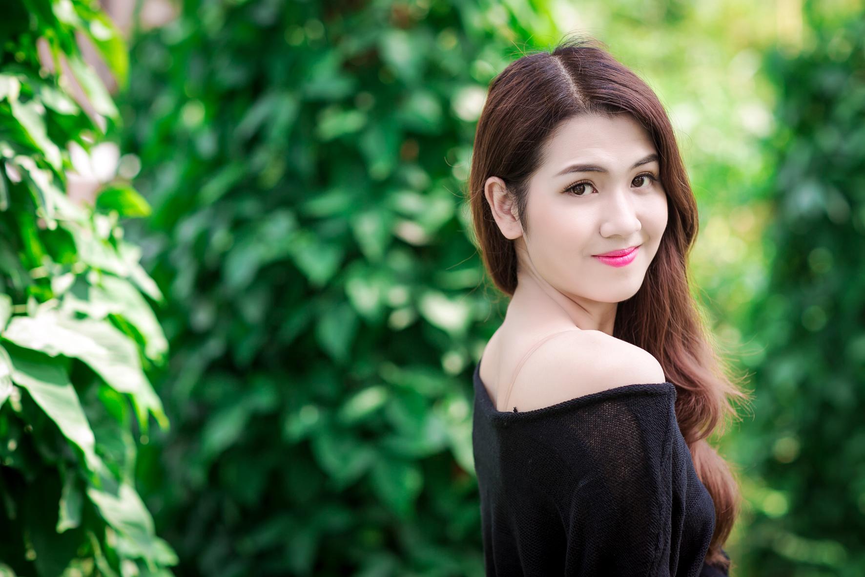 Ngọc Thảo cao 1m65, sinh năm 1993, đang dẫn đầu cuộc thi Hoa hậu Hoàn vũ 2015 với lượt bình chọn khá cao