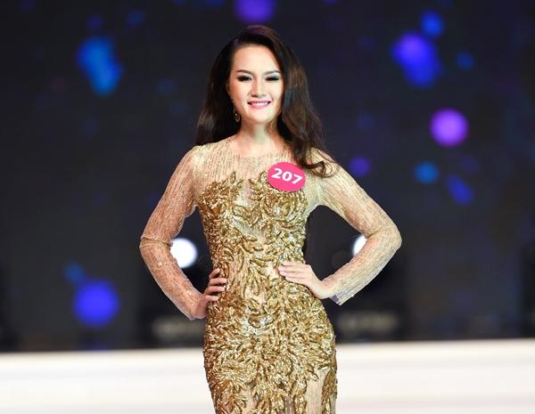 Đoàn Thị Ngọc Thảo là thí sinh đang tạm dẫn đầu cuộc thi Hoa hậu Hoàn vũ 2015