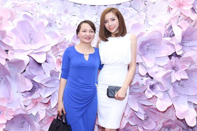 Hoa hậu Kỳ Duyên đẹp 'lạ' tại sự kiện
