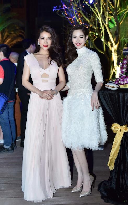 Hoa hậu Thu Thảo bất ngờ 'khoe' lưng trần gợi cảm