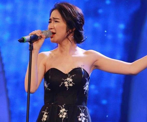 Hòa Minzy bất ngờ 'khoe' người yêu tin đồn trên sân khấu