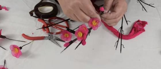 Cách làm hoa đào bằng vải voan không quá khó nhưng đòi hỏi sự tỉ mỉ một chút