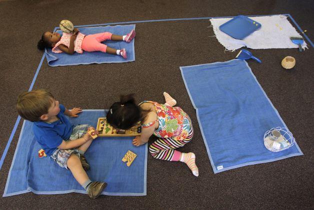 Thảm ngủ trưa của trẻ cũng chứa nhiều độc hại
