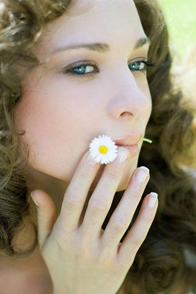 Làm đẹp bằng cách tắm cùng hoa cúc cho làn da trắng đẹp toàn thân