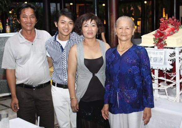 Hoài Lâm tiết lộ về cha mẹ ruột 1