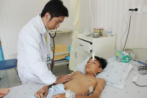 Thấy con có vết lõm ngực - lập tức tới bác sĩ nếu không muốn hại con cả đời