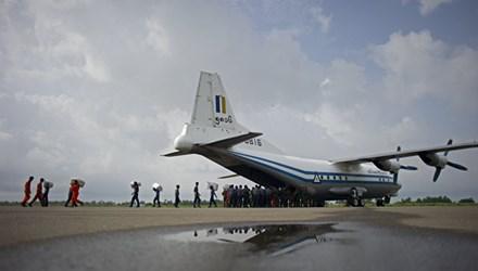 Máy bay quân sự Myanmar chở 116 người mất tích khi bay ngang biển