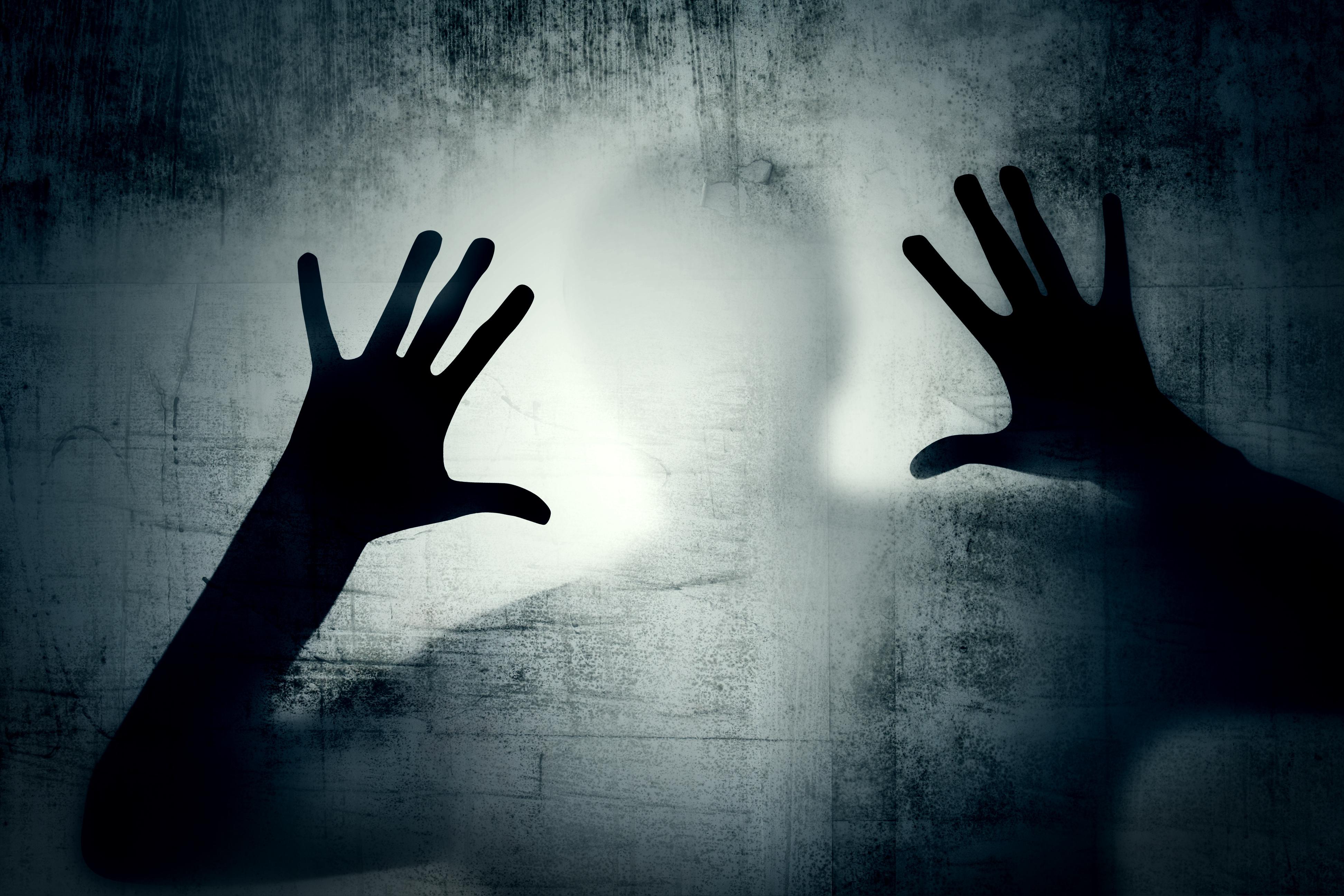 Vì sao khi bị cưỡng hiếp hoặc bắt cóc, chị em thường cứng đơ người, la hét cũng không thể?