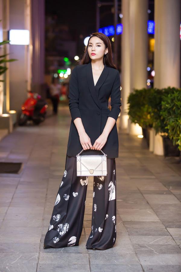 'Soi' BST hàng hiệu bạc tỷ của Hoa hậu Kỳ Duyên