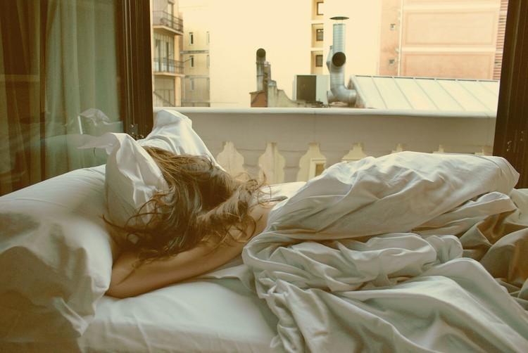 'Không mặc quần áo' đi ngủ trong vòng 1 tuần, bất ngờ vì cơ thể thay đổi kỳ diệu