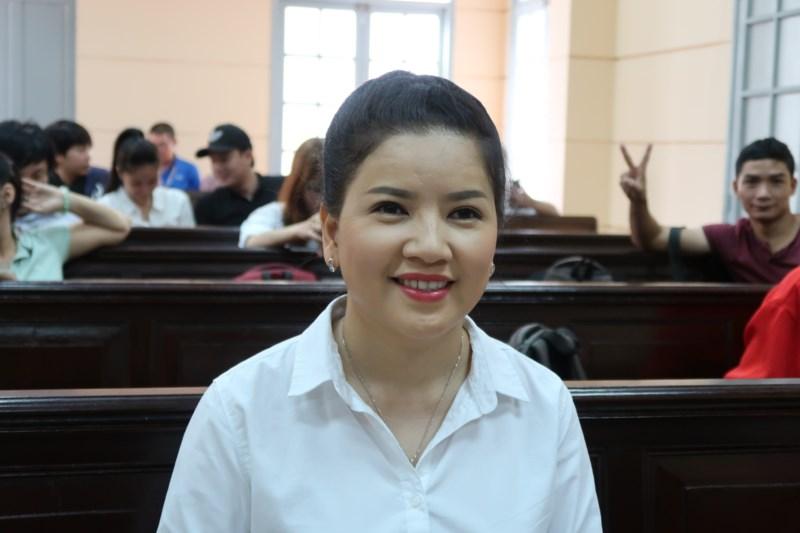 Ngọc Trinh thắng kiện nhà hát kịch Tp.HCM, nghệ sĩ Việt nói gì?