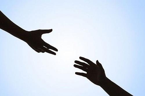 Tùy thuộc bạn nháy mắt trái hay phải, vào thời điểm nào sẽ tiết lộ chuyện gì sẽ đến với bạn.