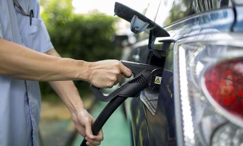 Sau Đức, Pháp, Anh.. Trung Quốc cũng sắp cấm bán ôtô chạy xăng dầu