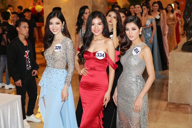 Xinh đẹp như nữ hoàng, Hoa hậu Phạm Hương lộng lẫy 'lấn át' dàn thí sinh Hoa hậu hoàn vũ 2017
